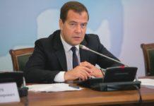 Медведев выделил 127 миллиардов рублей на атомный ледокол
